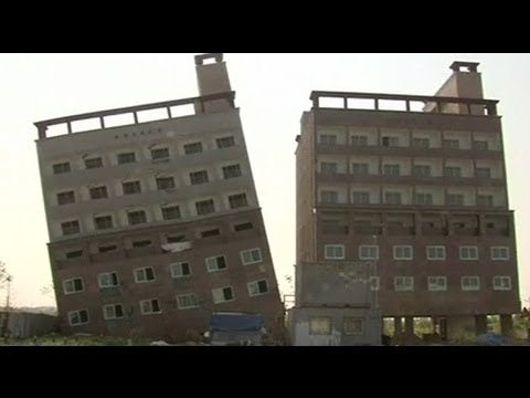 outh-korean-seven-storey-building-tilted-one-side