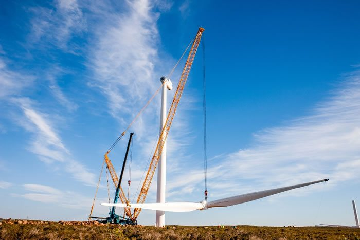 wind-turbine-erection-blade5-