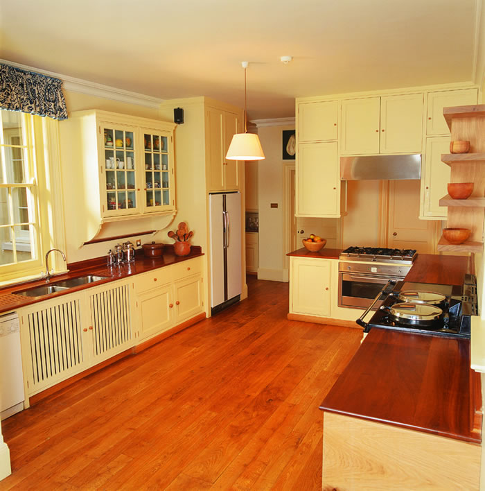 William Garvey - Painted Oak Kitchen (Charles Burrell) High Res 2