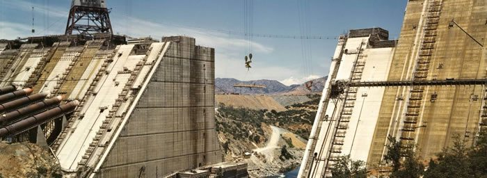 Shasta_dam_under_construction