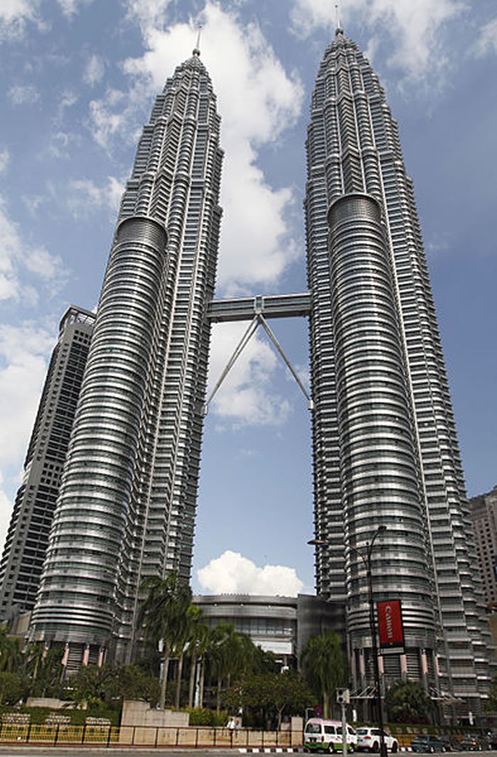 394px-Petronas_Twin_Towers_2010_April