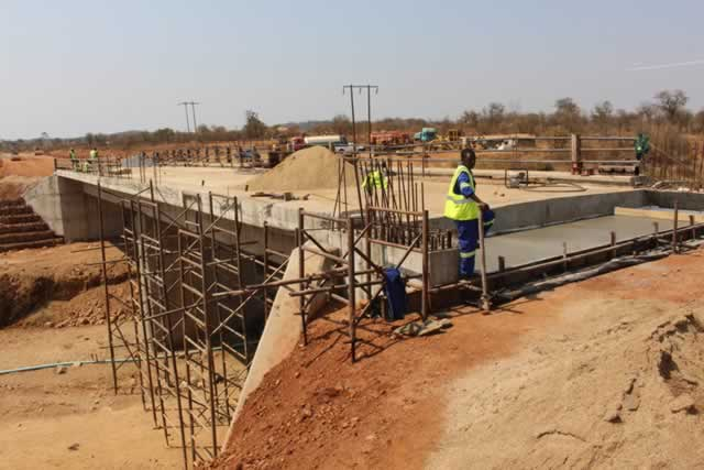 Zimbabwean government to construct roads and bridges in Caledonia