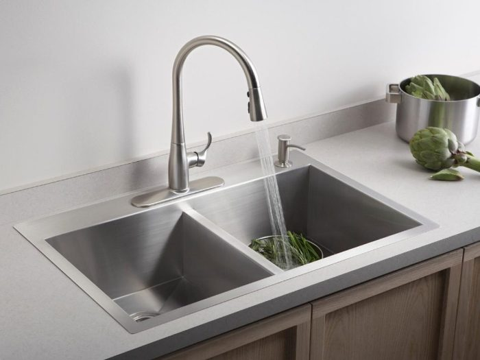 Advantages & Disadvantages of Single vs. Double Basin Kitchen Sinks