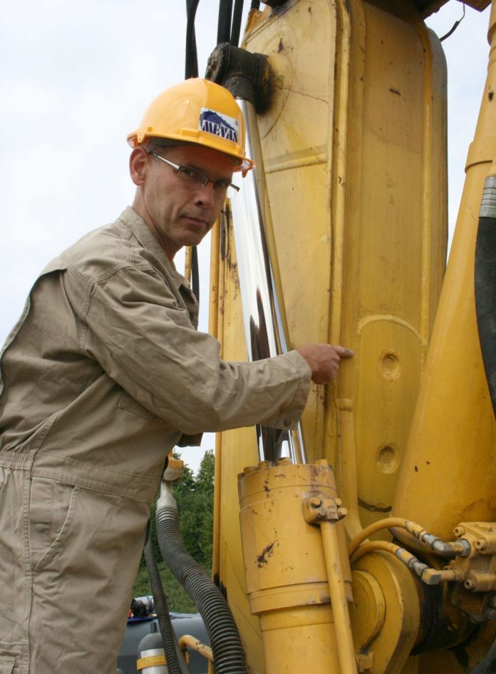 How to buy used heavy machinery in a safe way