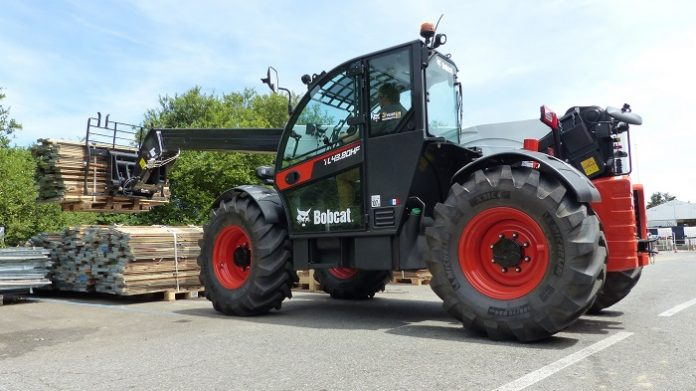 Bobcat targets heavy lift handling with new compact telehandler for Middle East and Africa