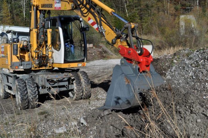 Solesbee introduces new hydraulic excavator with added locking force and safety