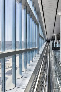 The stacked glass elements are up to 5.50 metres in height.